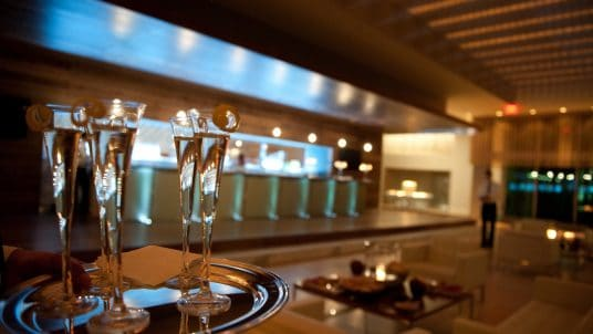 Champage in Lobby 536x302 - Catering